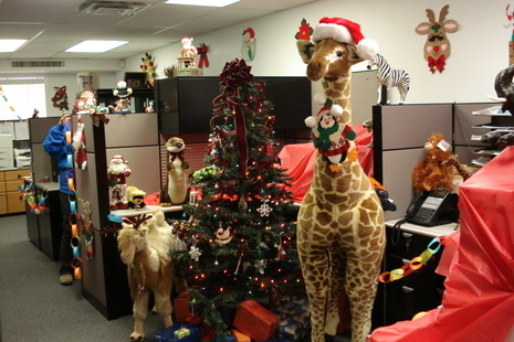 christmas office cubicle decorating ideas photo8 - Christmas Desk Decoration Ideas