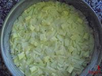 Bizcocho de manzana-añadiendo la mantequilla