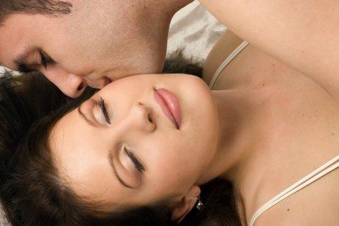 http://3.bp.blogspot.com/-YAvoO2ShNqM/T8BeFMjsrQI/AAAAAAAAB9U/ZVyDvgeWExs/s1600/kissing.jpg