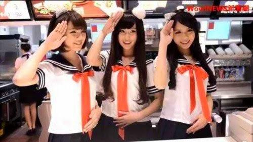 Kasir McDonald Taiwan Mengenakan Seragam Pelaut