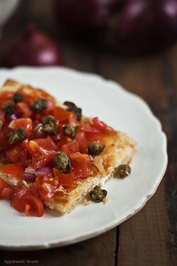 Ziegenkäse Calzone Tomaten Salsa Kapern