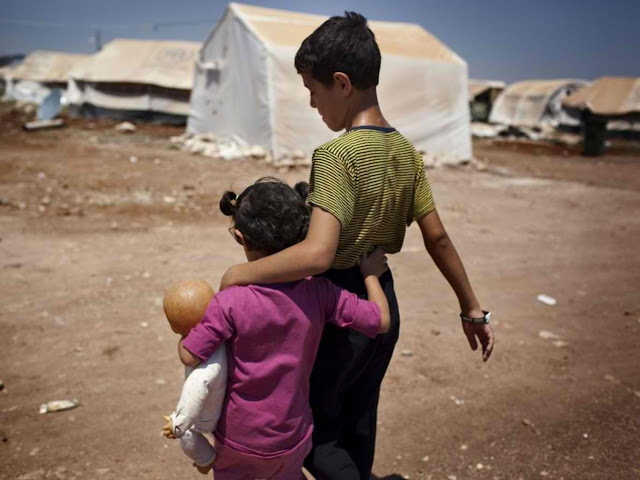 syrian refugees fleeing war zone