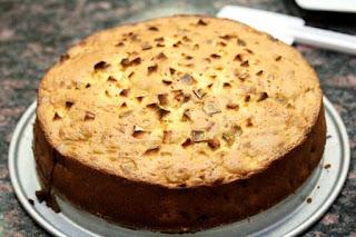 baked-cake-on-pan