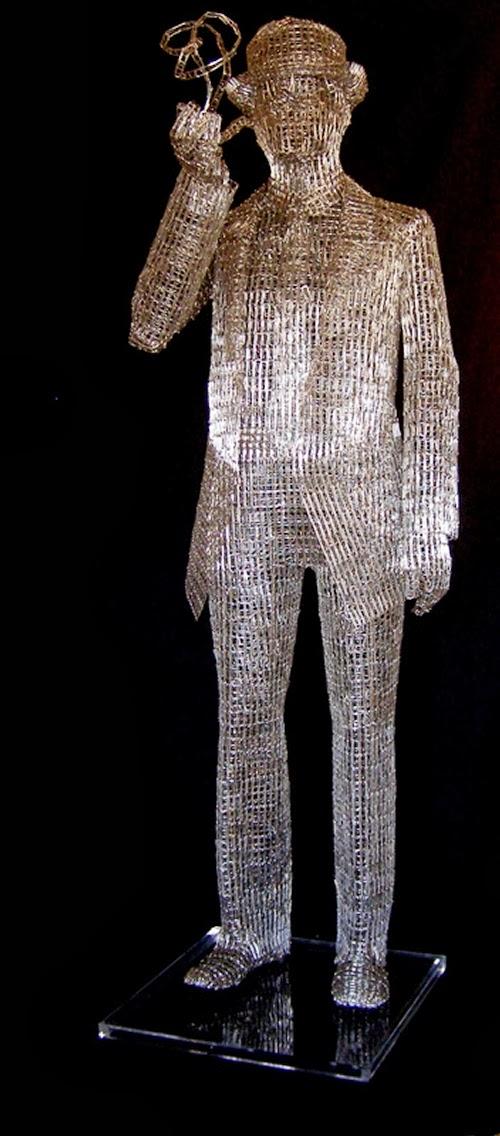 08-Pipe-Smoking-Man-Italian-Artist-Pietro-DAngelo-Paper-Clips-Sculptures-www-designstack-co
