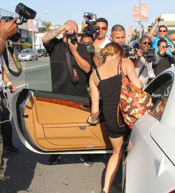 Miley Cyrus Tak Pakai Celana Dalam, Tertangkap Kamera Paparazi