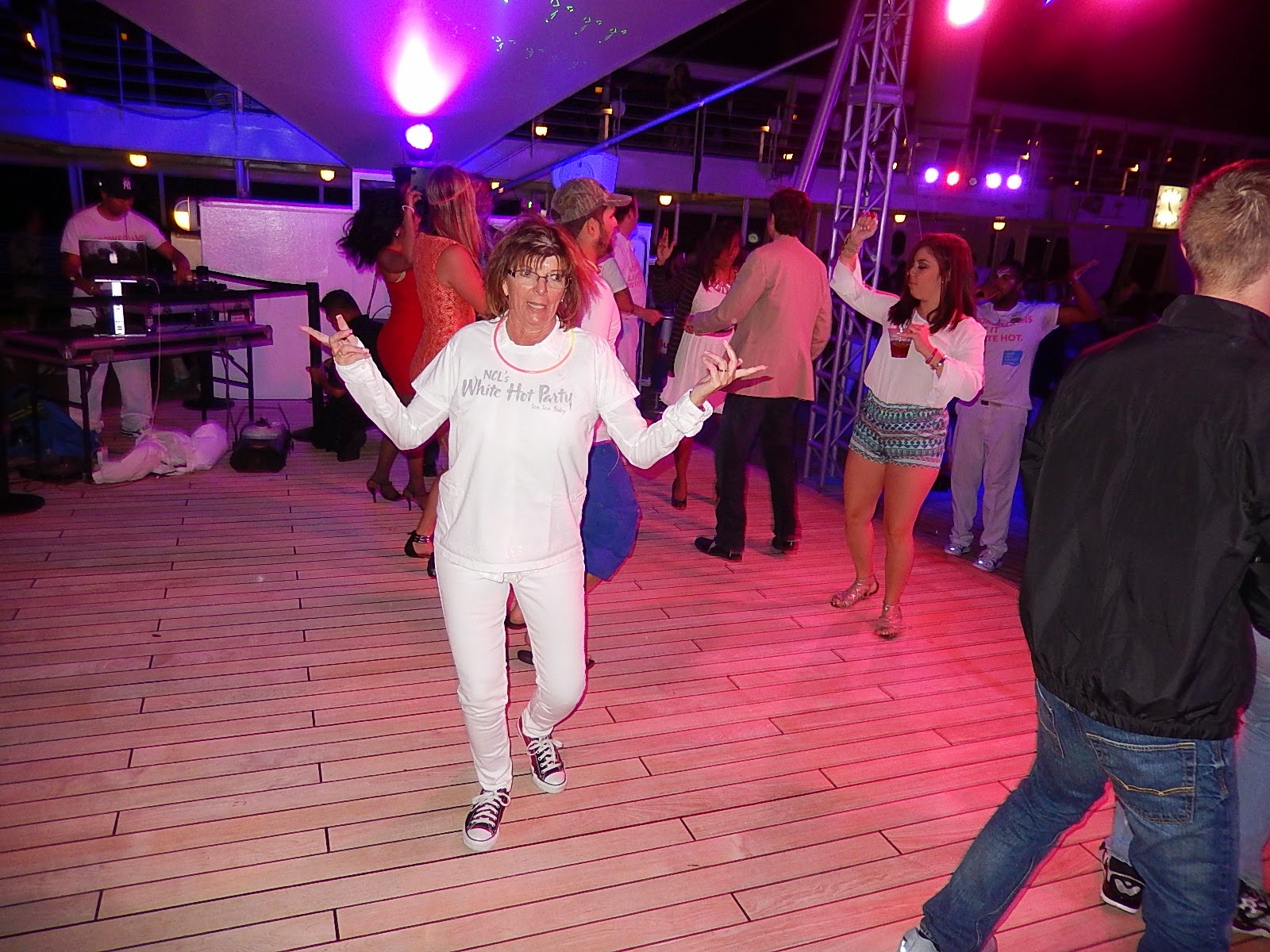 Save Pleasure Island White Hot Party On Norwegian Sky
