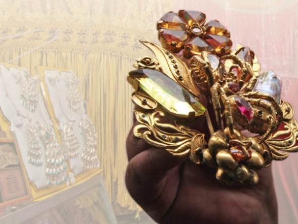 Ara  As E Insectos De Oro Y Plata En La Fiesta Mayor De Los Andes