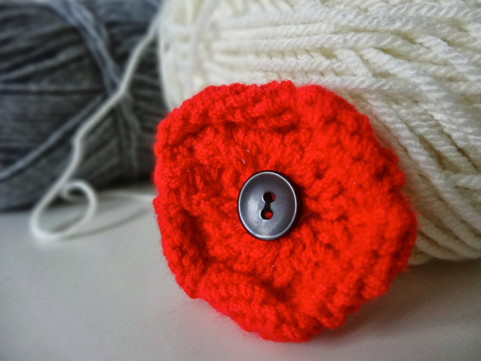 Knitting Patterns To Make Poppies : Trends With Benefits: DIY Knitted Poppy