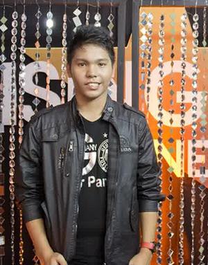 sonny saragih Yang keluar tereliminasi di Rising Star Indonesia tadi malam 28 November 2014