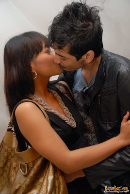 Foto Hot Seksi Ciuman Jenny Cortez