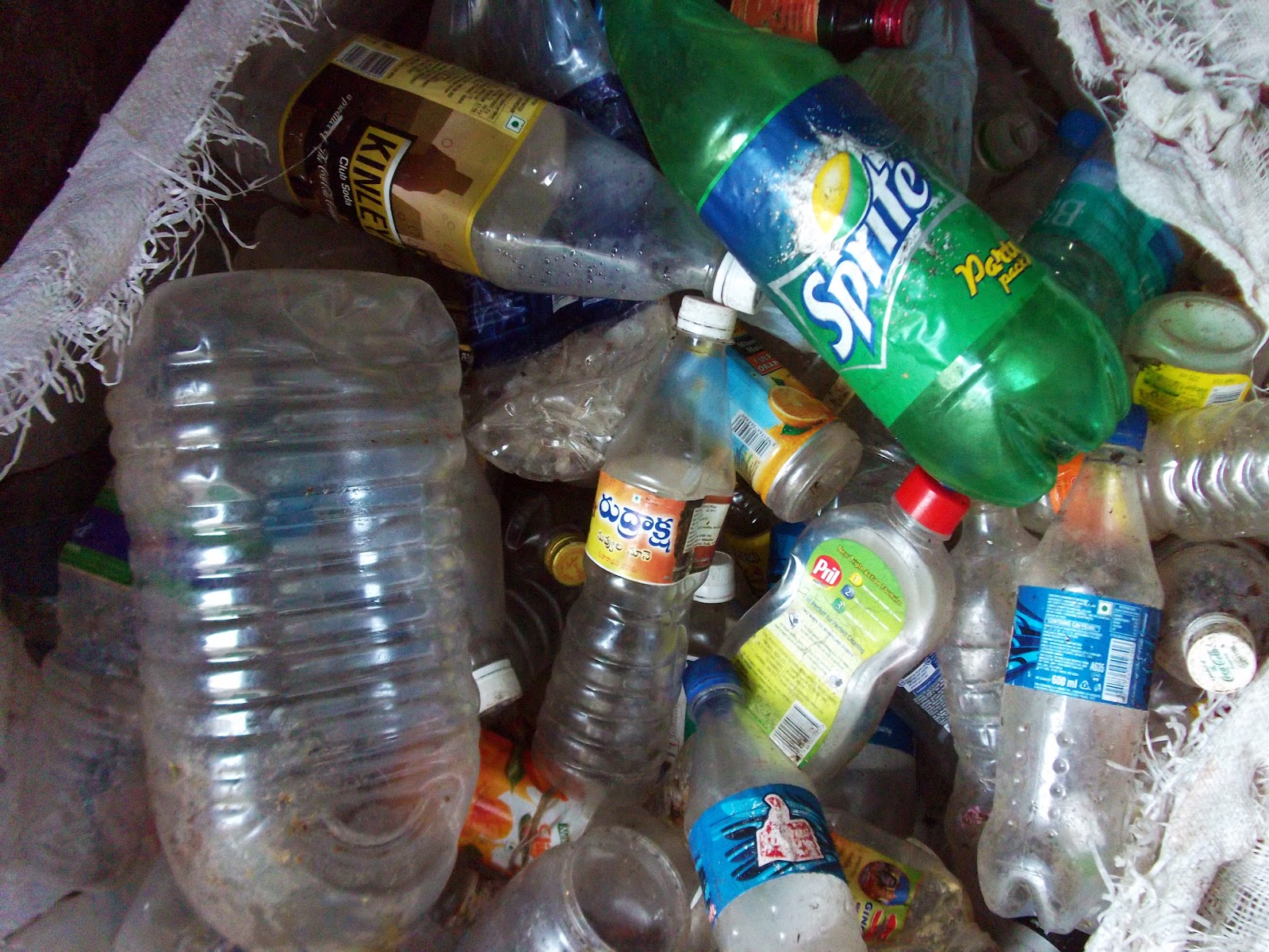 non degradable waste Disposal of non-biodegradable waste is a major concern, not just plastic, a variety of waste being accumulated there are a few ways to help non-biodegradable waste management and waste disposal methods.