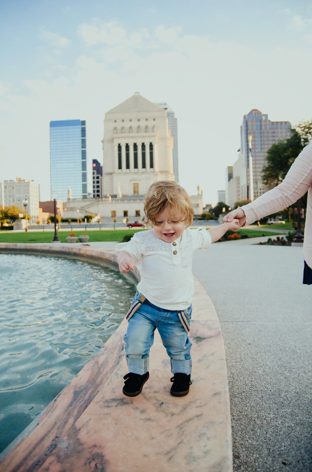 toddler walks with mommy, indianapolis family photographer