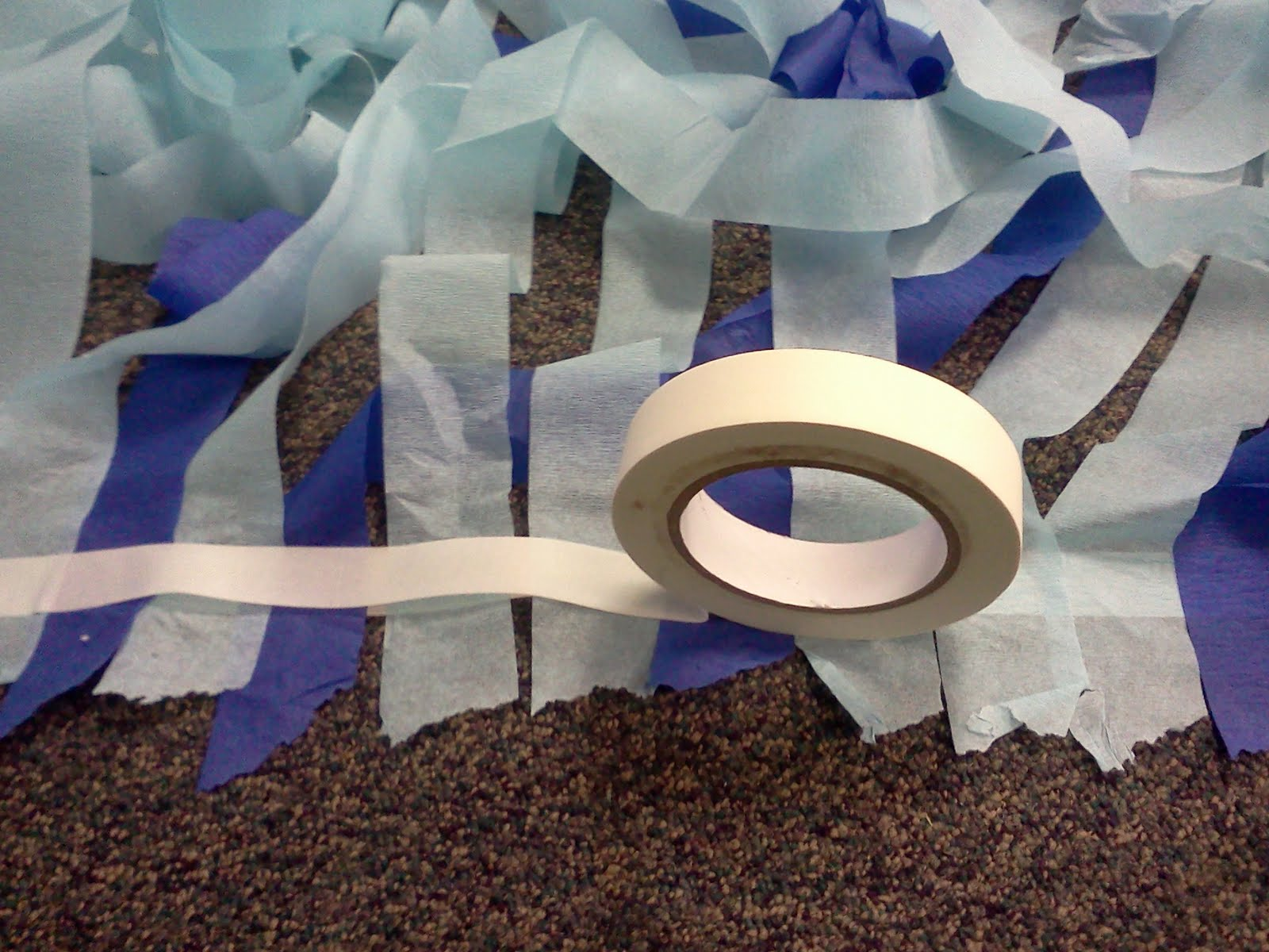 Liddy b and me super simple streamer wall decoration for Party streamers decorating ideas