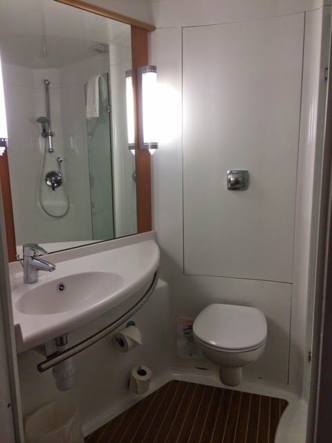 bathroom at Ibis Birmingham Airport