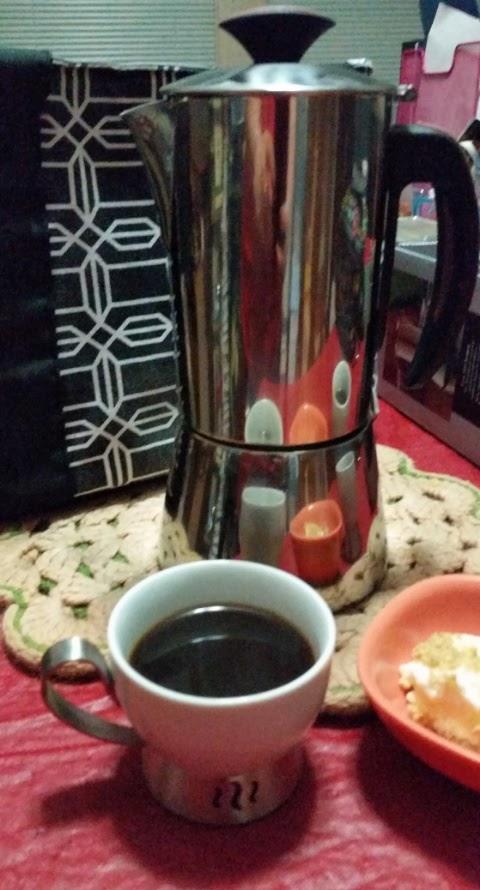 trudeau espresso maker  and bianca espresso cups