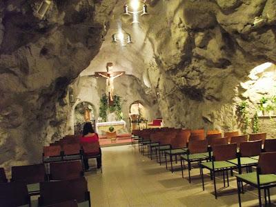 Rindiendo culto en la Iglesia Cueva
