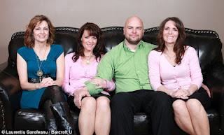 Kisah Unik Satu Pria Dengan Tiga Istri Kembar