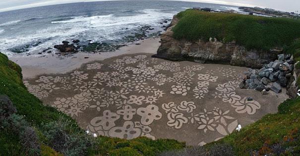 Lukisan Menakjubkan Di Atas Pasir Dfdsfs