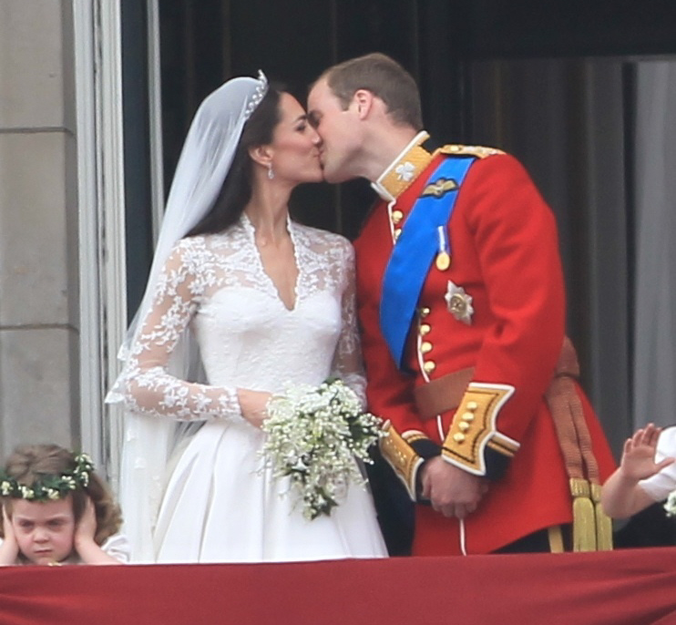 Prince William & Catherine are officially married (video, photos & The Kiss)