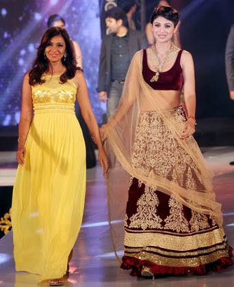 Shilpa Shetty walks with the designer