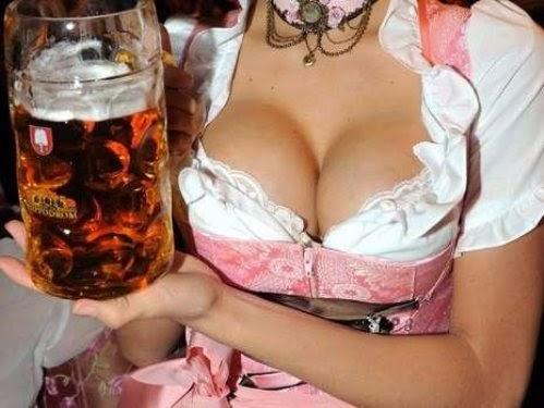 Chicas guapas alemanas en oktoberfest: tetas teutonas, cerveza, escotes, fotos y vídeos de sexys rubias de fiesta en Alemania. Mujeres hermosas, bellas, bonitas. La chica guapa 1x2.