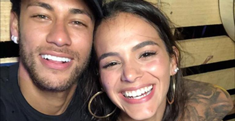 Bruna Marquezine responde seguidor que elogiou Neymar Jr