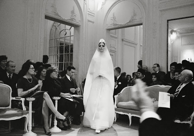 wedding+dress_Dior's+Grand+Salon
