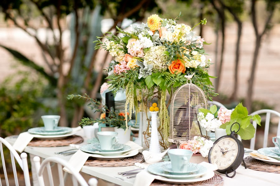 bride+shabby+chic+wedding+outdoor+girly+victorian+vintage+rustic+pink+peach+orange+yellow+blue+green+meghan+wiesman+photography+30