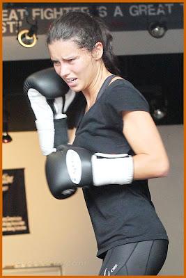 adriana-lima-boks-antrenmanı-fotoğrafları-resimler