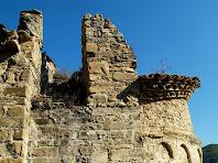 Part de l'absis i escala exterior enderrocada de l'església de Sant Pere de Vallhonesta