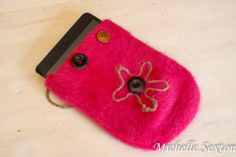 Make an iPad/Android case from a beanie - click through and learn how