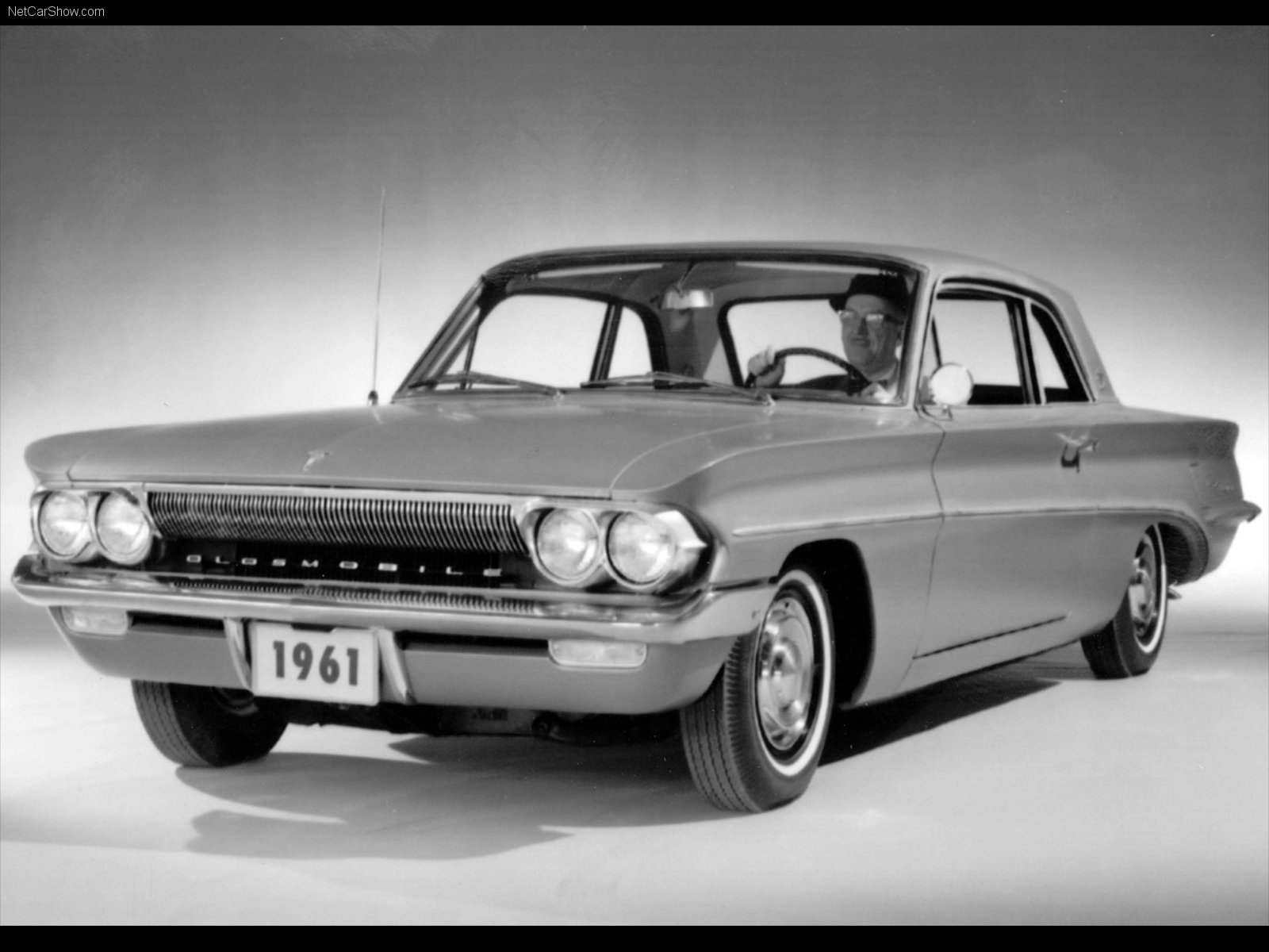 Hình ảnh xe ô tô Oldsmobile Cutlass 1961 & nội ngoại thất