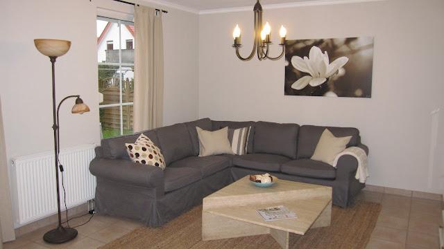 kleines gelbes haus ikea ektorp sofa. Black Bedroom Furniture Sets. Home Design Ideas
