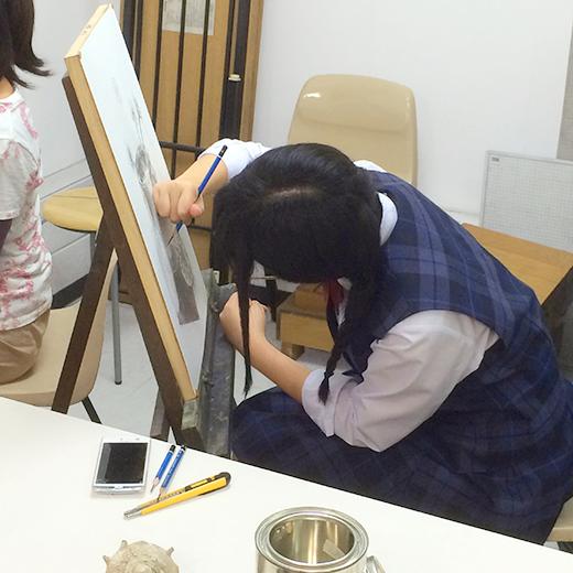横浜美術学院の中学生教室 美術クラブ どこまで描けるか!「細密デッサン」制作風景4