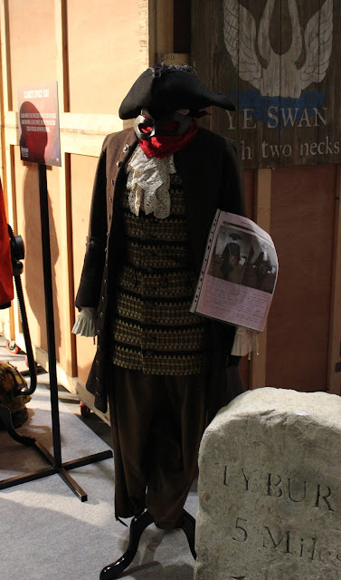 Doctor Who Festival 2015 - Maisie Williams costume