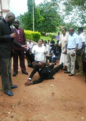 late Ekiti Civil servants prostrating for Ayo Fayose