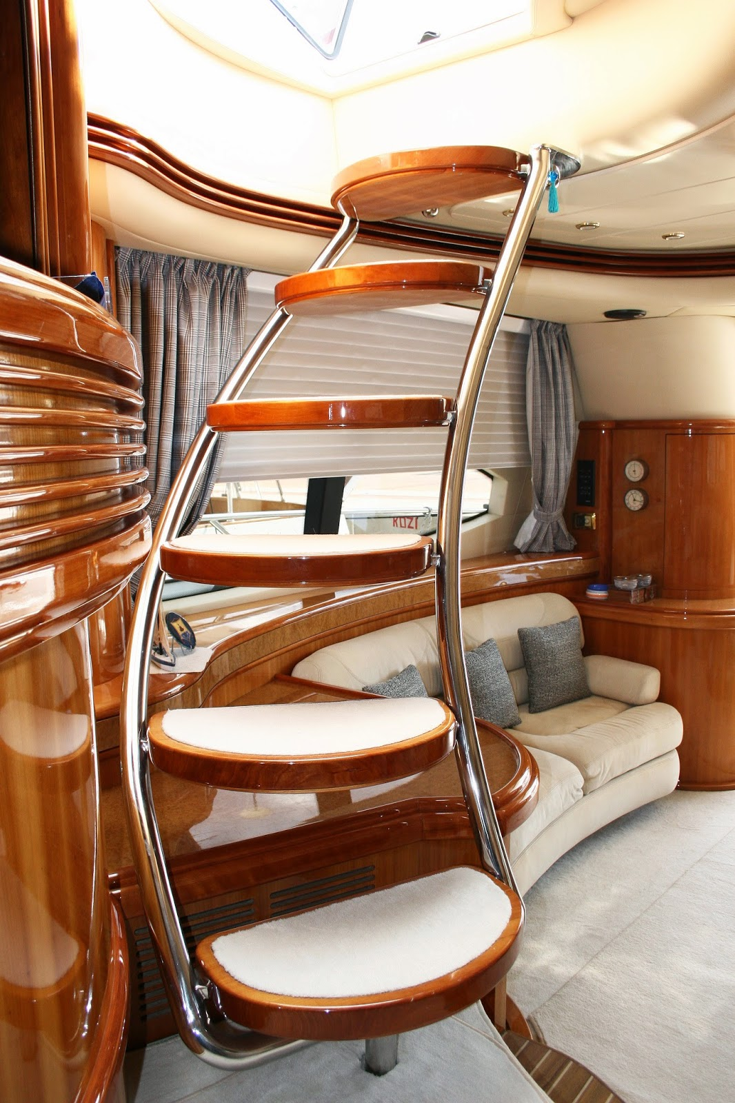 amalthia ii sleeps 8 guests in 2 double cabins and 2 twins one full width amid ship master cabin one vip double cabin both with queen sized beds and wide