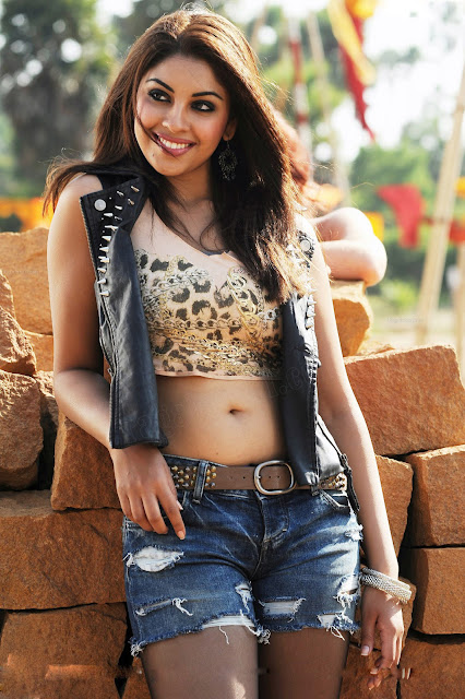 Actress Richa Gangopadhyay Navel Show Photos