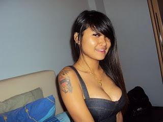 Tatto : Koleksi Hot cewek Bertatto Dengan Pose-pose bugil...