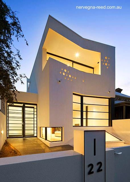 Arquitectura de casas casa urbana de dos plantas y un for Best indian architectural affordable home designs
