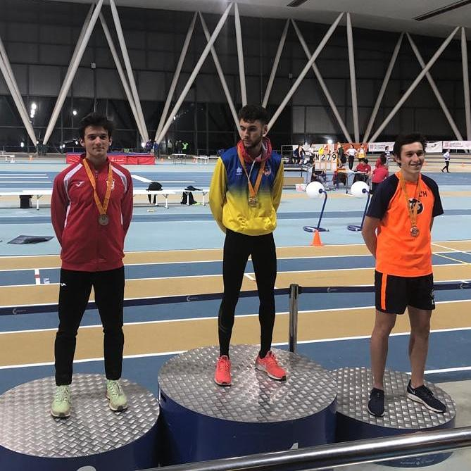 Tomas Revila Bronze 800 m.ll. Indoor