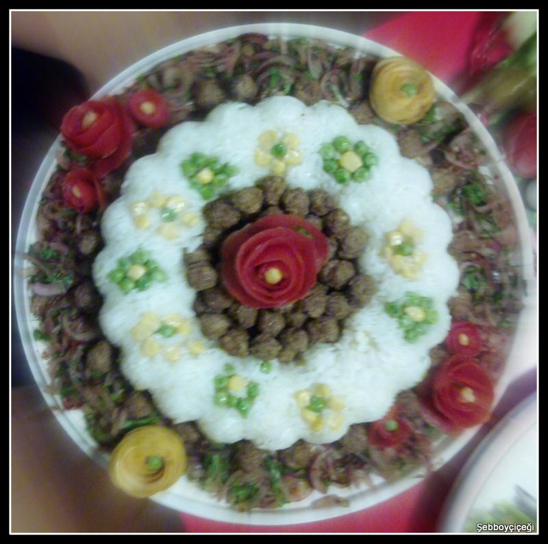 çiçek bahçesi etli pilav