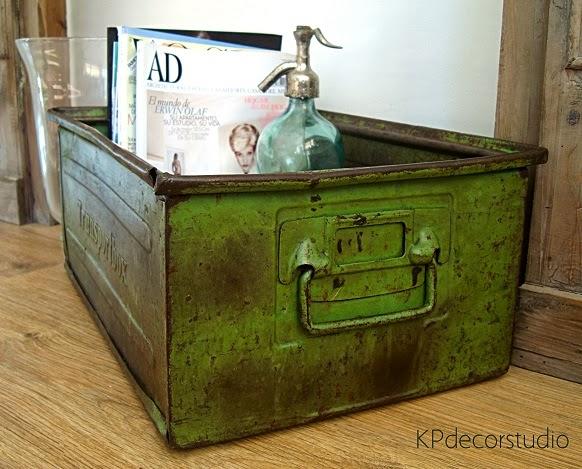 Comprar revistero vintage original barato artesanal. Cajas y archivadores metálicos de fábricas antiguas