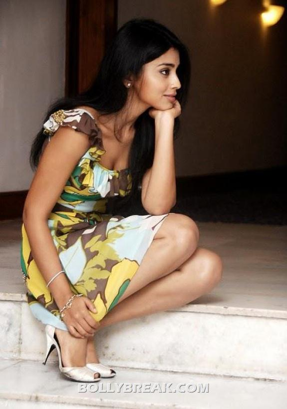 Shriya Saran In thinking pose wering pearl peeptoes - (5) - Shriya Saran New photos
