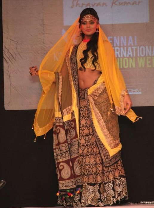 karthika rwalk at cifw 2012 hot images