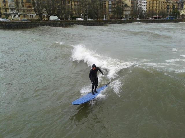 surfeando en el urumea tandem+(1)