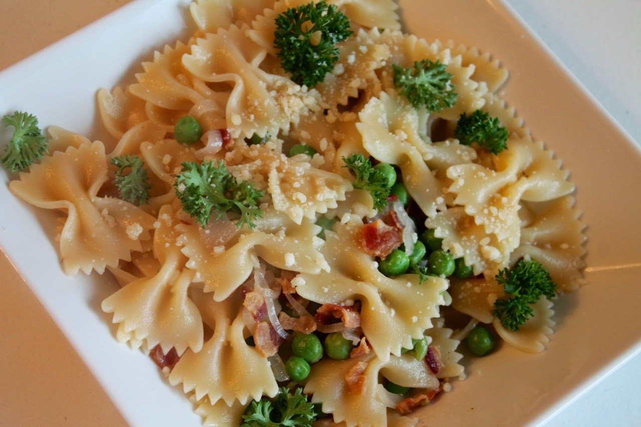Pasta with Peas, Bacon and Parsley