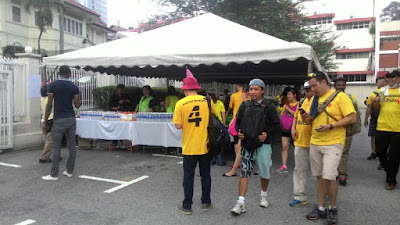 Bersih 4: Welcome tent with free mandarin oranges and drinking water