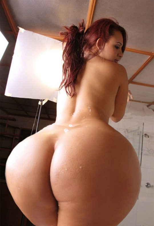 Nude curvy girls ass