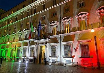 Il Tricolore illumina Palazzo Chigi sino a fine emergenza Coronavirus